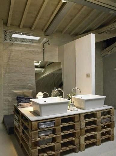 Muebles Para Baño Hechos Con Palets:, los palets se han convertido en soporte de un par de lavabos para