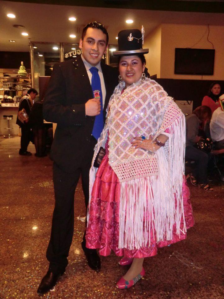 Cholitas Bolivianas Bailan Morenada En Espa  A