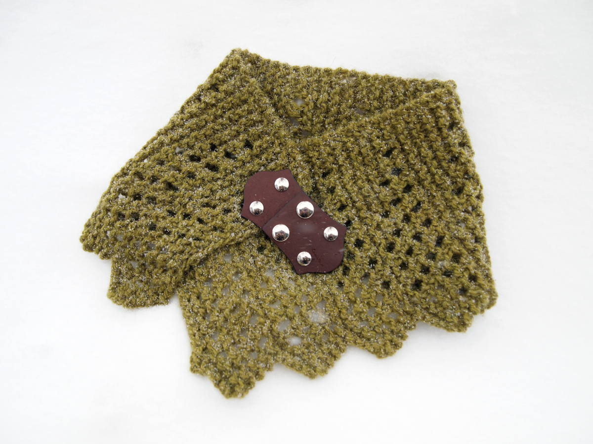 Fancy Tiger Crafts: Winterfell Cowl Free Pattern; also Direwolves