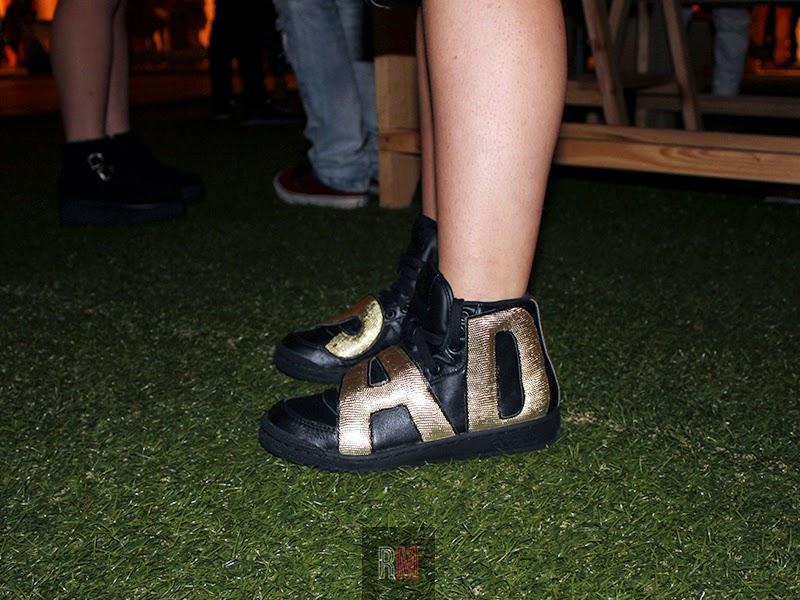 adidas sneakers zapatillas negro y dorado letras