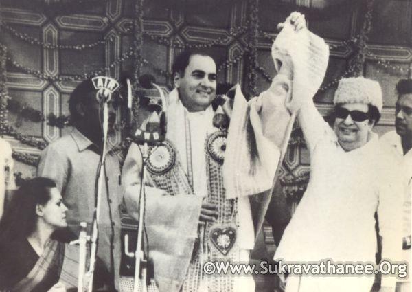 M.G. Ramachandran with Rajiv Gandhi & Sonia Gandhi