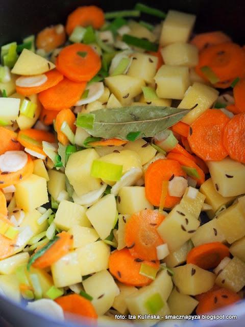 zupa grzybowa z płomiennicami zimowymi , zimówki aksamitnotrzonowe , płomiennice zimowe , obiad , z grzybami , grzyby , zimowe grzybobranie , kuchnia polska , domowe jedzenie , najlepsze przepisy , z warzywami , kartoflanka ,