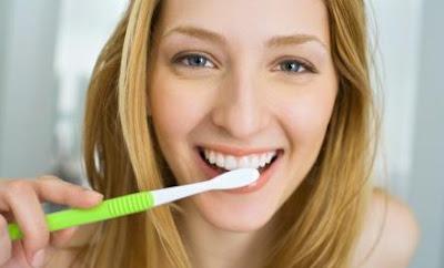Tiga Solusi Mudah dan Alami Memutihkan Gigi