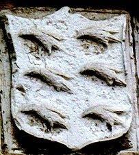 Escudo de los Cuervo en el palacio de los Franco en Quinzanas