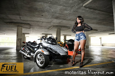 can-am-rss-tricycle-SUV-girl-spider-biker-desktop-hd-wallpaper