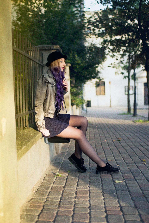 czarny kapelusz melonik H&M blog modowy purple ombre skater skirt rozkloszowana spódniczka