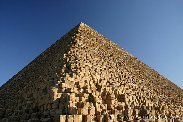 Seven wonders of the world the great pyramid at giza for Great pictures of the world