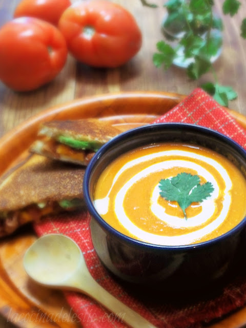 Homemade Tomato Soup - lacocinadeleslie.com