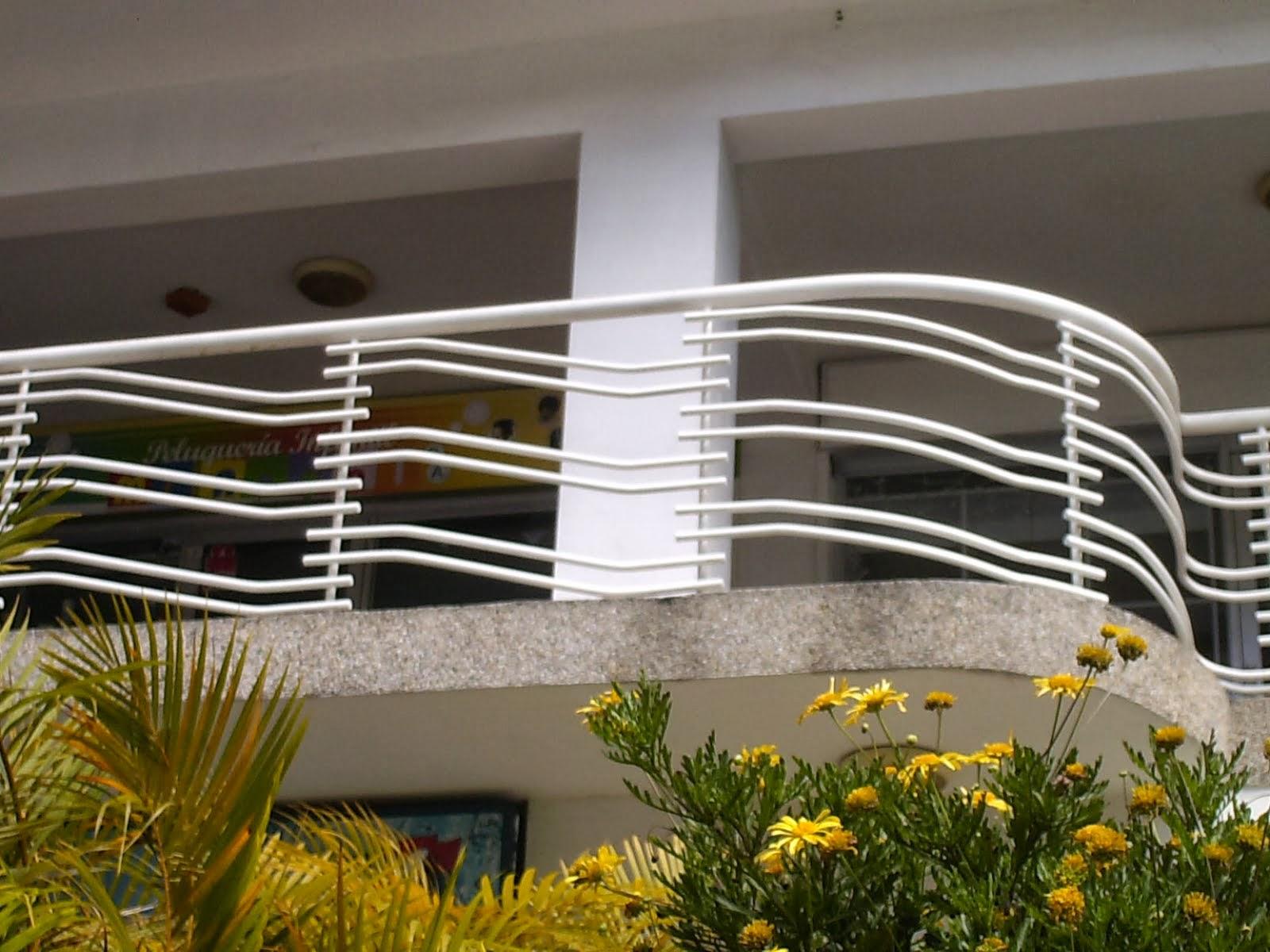 Trabajos de herreria cristaleria y aluminio for Barandales de aluminio blanco