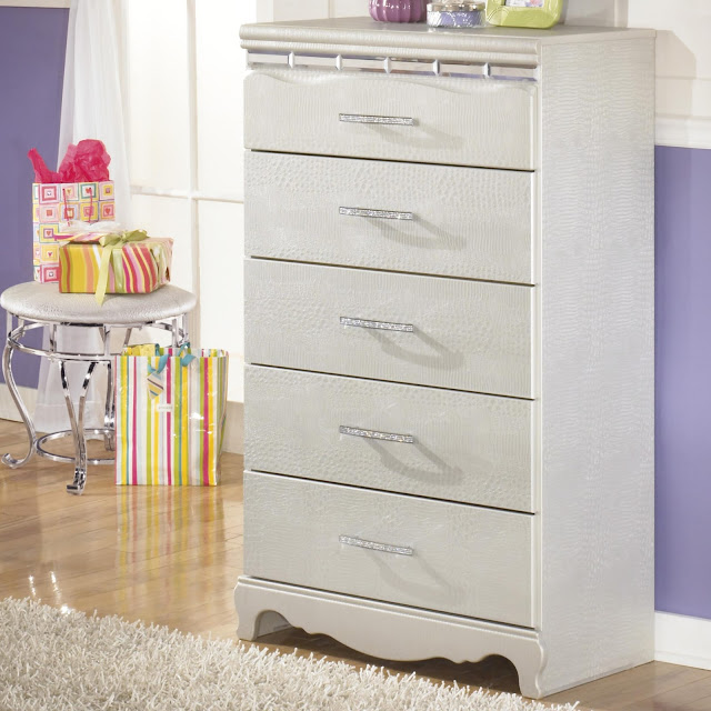 Luxurious Drawer Dresser Using Different Material
