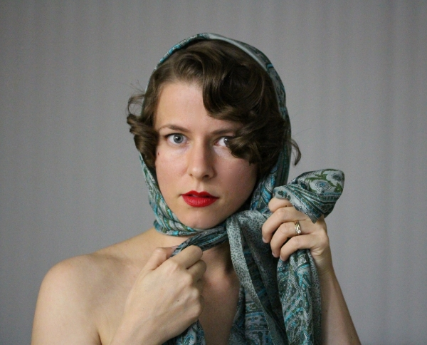 Vintage Hooded Scarf Tutorial #vintage #hair #style #scarf