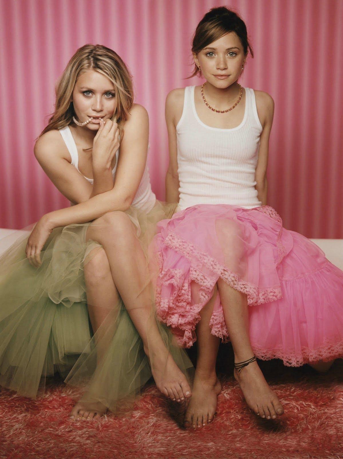http://2.bp.blogspot.com/-Ec31mUTcLrU/TaO6gIyQ5NI/AAAAAAAAAA4/oqrInmfIQq4/s1600/olse_twins_hot_sexy_nude_see_through_boob_nipple_pokie%2B%2525282%252529.jpg