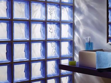 Bloques de vidrio para tener un ba o iluminado decorar - Pared de bloques de vidrio ...