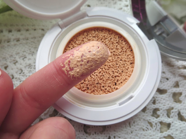 a picture of Lancôme Miracle Cushion Foundation in 140 Ivoire N (swatch)