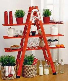http://manualidadesreciclables.com/15684/estanteria-de-escalera-de-madera