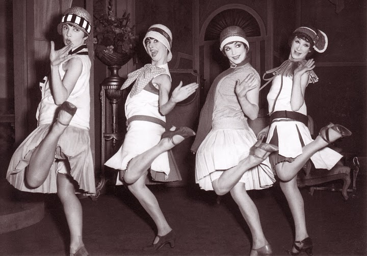 essays flappers 1920s Flappers were only part of the fashion trend of the 1920's the female silhouette became slimmer and almost androgynous with drop waist.