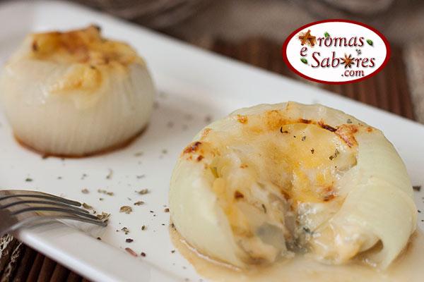 cebola recheada com queijos