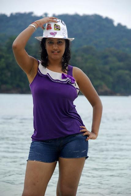 Sowmya Latest Spicy Stills Mugguru 06 Venugopal Red Saree