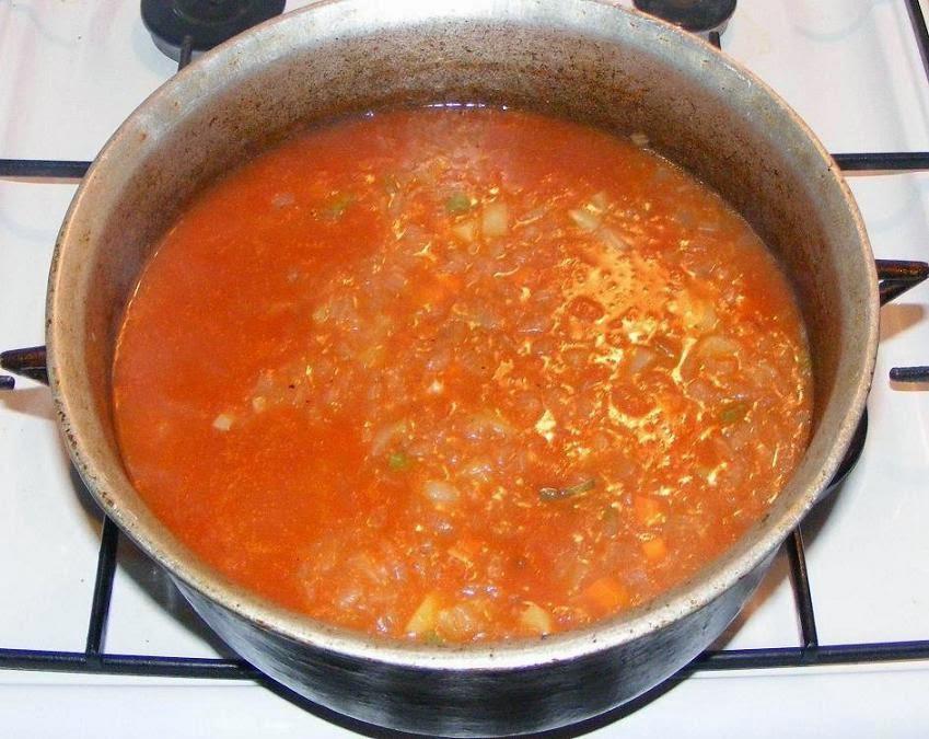 preparare gulas de porc unguresc cu galuste, retete culinare, retete de mancare, gulas reteta, cum se prepara gulas de porc, cum facem gulas de porc, cum se face gulas de porc, cum preparam gulas de porc unguresc, retete cu porc, preparate din porc, preparare gulas cu galusti unguresc, preparare gulas la ceaun,