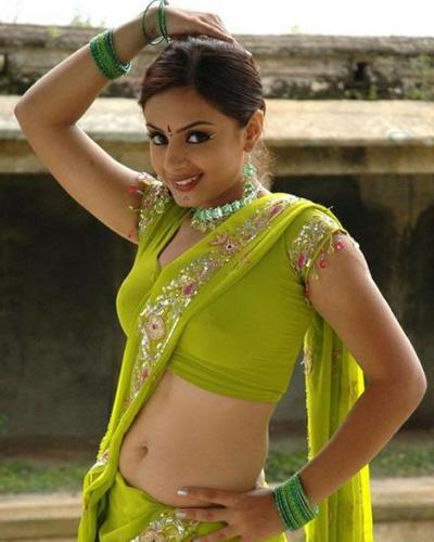 ... Saree Photo Gallery. Real Life Indian Desi Aunties Navel show Saree
