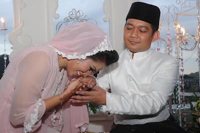 Gambar perkahwinan penyanyi Ezlynn