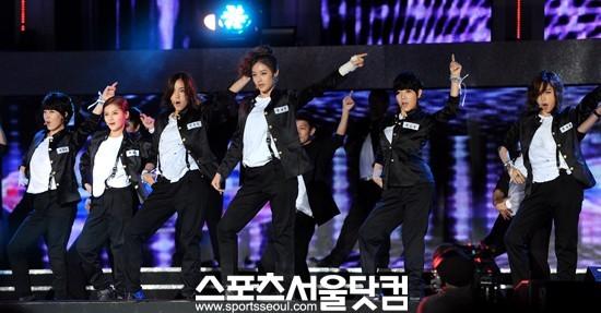 T-ara >> mini-álbum ''John Travolta Wannabe'' - Página 5 T-ara+2011+hallyu+dream+concert+%25281%2529