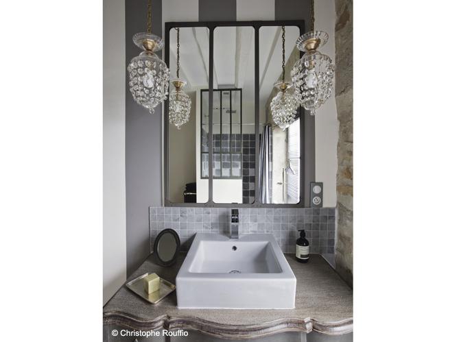 Interior encanto refinado y equilibrio industrial for Salle bain industrielle