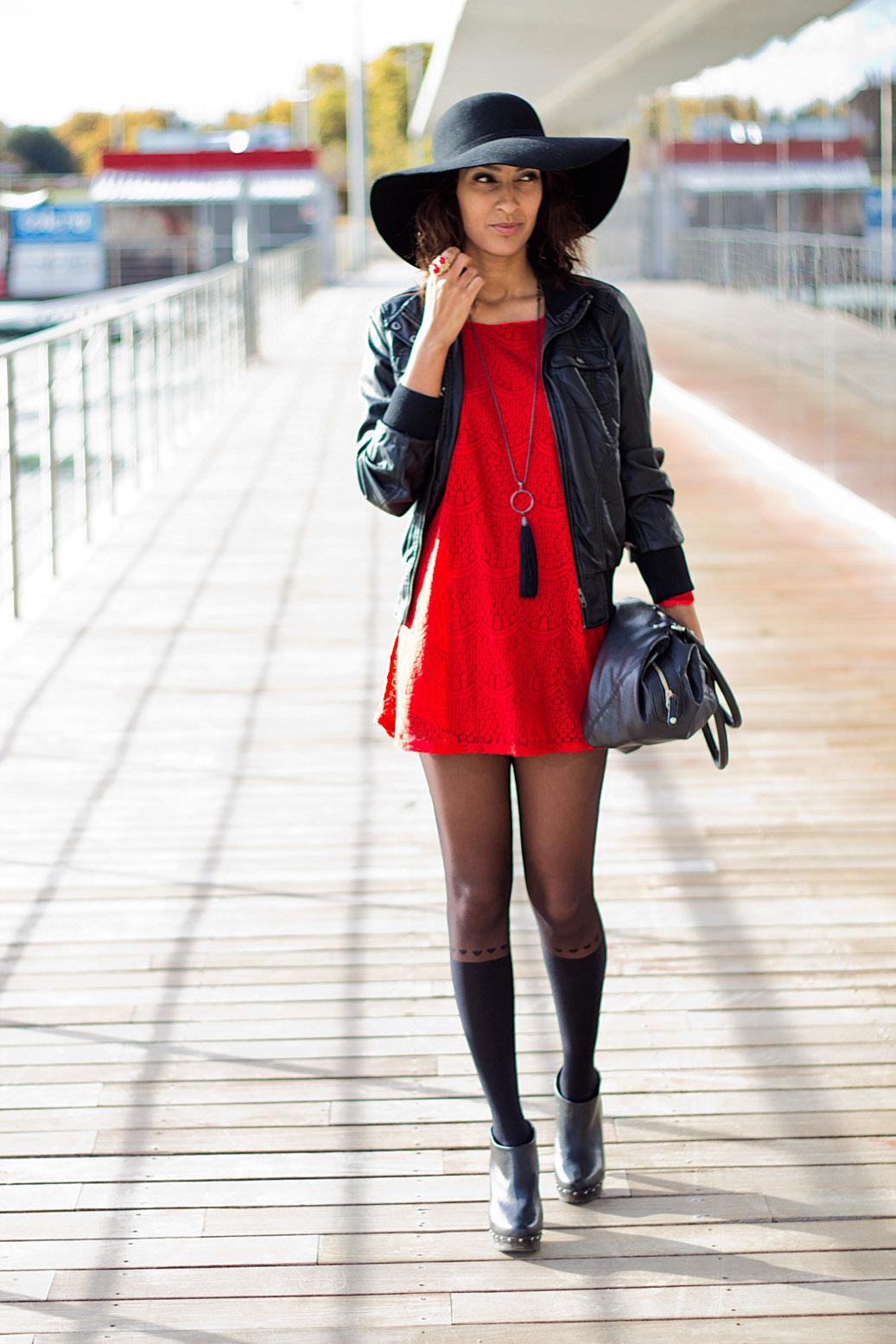 Vestidos rojos con medias negras
