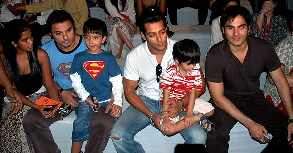 Salman Khan Family Photos Pics Wallpapers Images - Salman Khan Fan ...