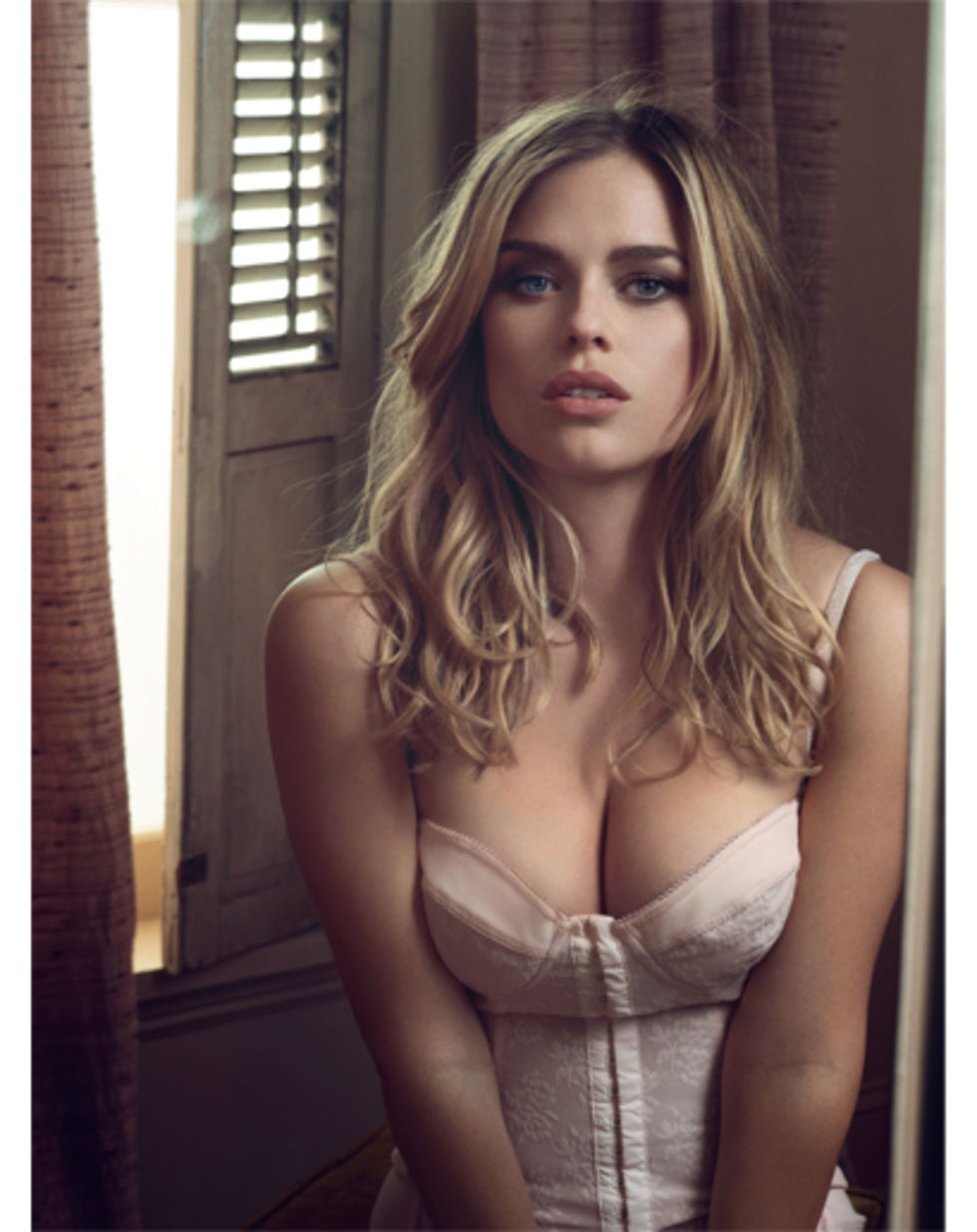 Be The Talk Of Weekend Our Hottie Week Alice Eve Has Got Us
