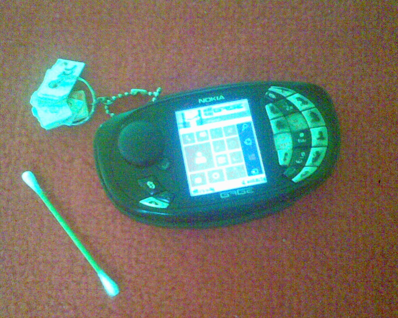 Menghilangkan Garis Pada LCD Ponsel