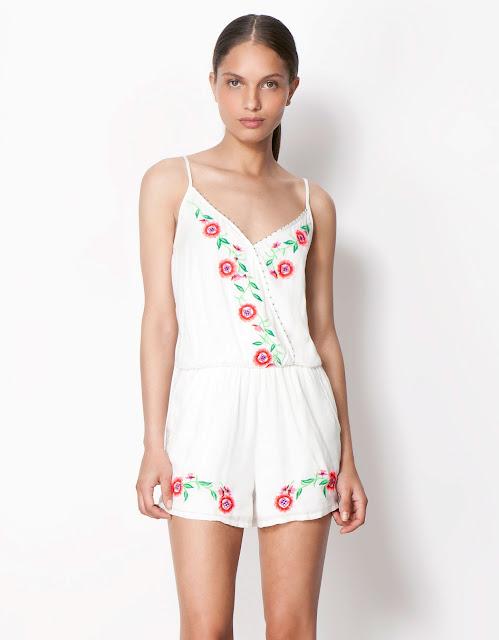 çift kat beyaz elbise, çiçekli beyaz elbise, kısa elbise