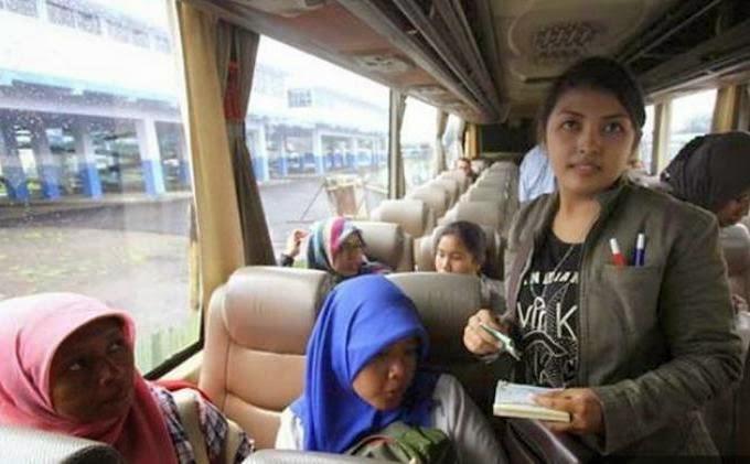 Ira Sahisna Dewi : Kondektur Cantik Bus Banyuwangi-Trenggalek