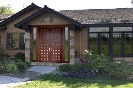 Fotos de puertas disenos puertas principales modernas for Diseno de puertas principales de casas