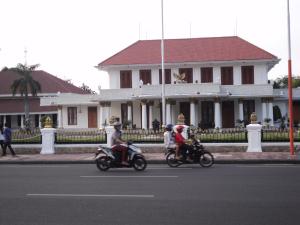 Gedung Grahadi, Bangunan Pemerintahan dengan Arsitektur Kolonial yang Anggun