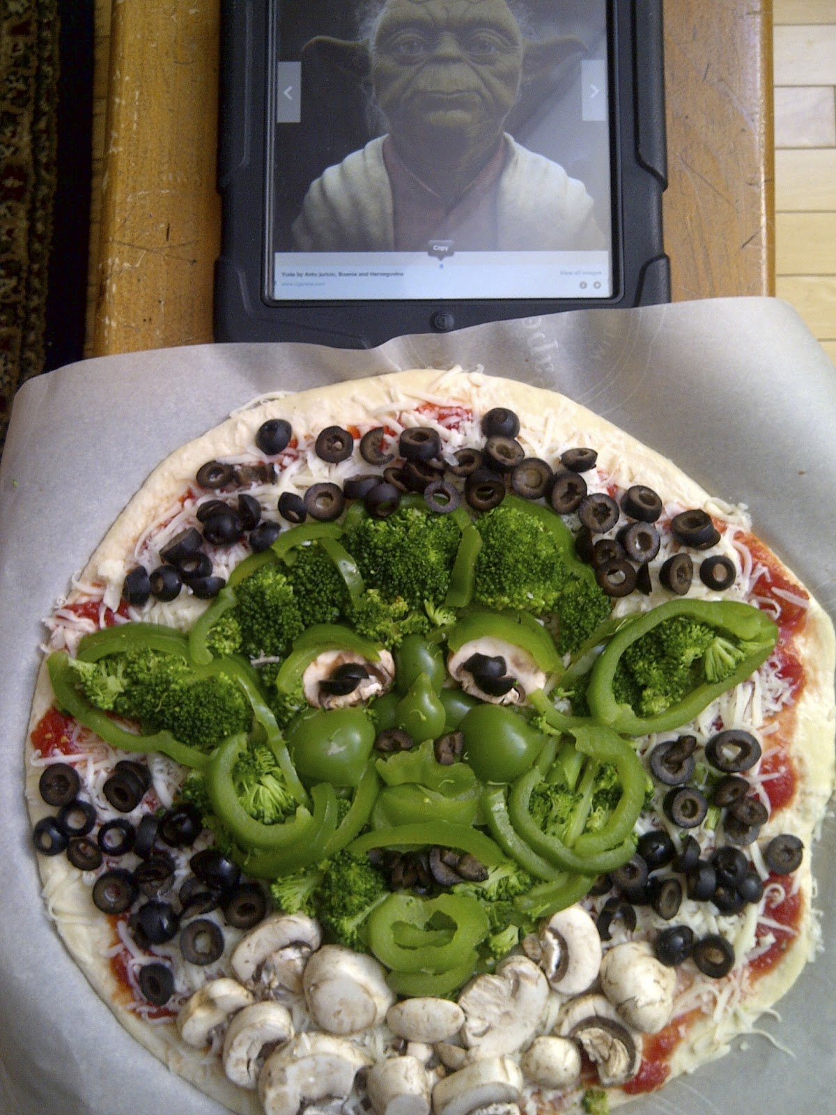 Make this pizza, you will!!  Star Wars Pizzas #MayTheFourth - www.soliloquyoffood.com