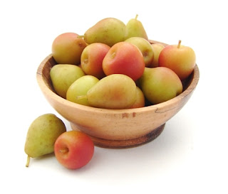 1:12 scale apples and pears in turned wooden bowl by NJD Miniatures.