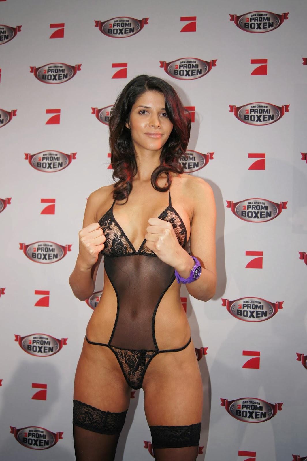 elvira Pitzner breasts sexet afklædning