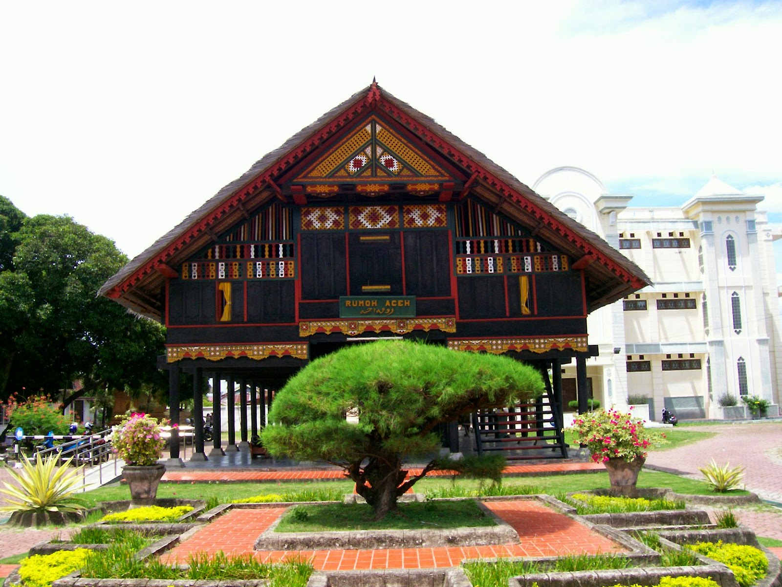 Rumah Adat Krong Bade