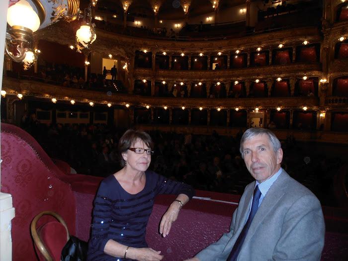 A l'Opéra National avant la représentation d'Aïda