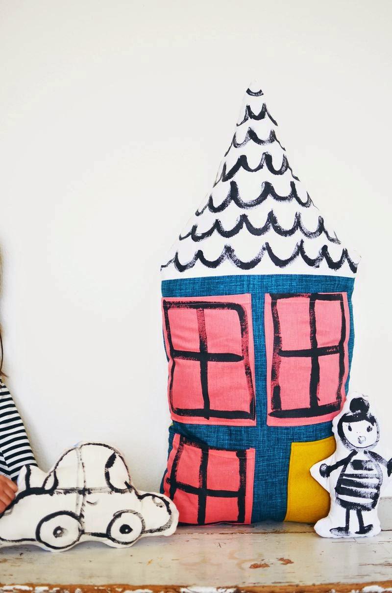 Small & Lowcost: Diy cojín con forma de casa hecho con telas10