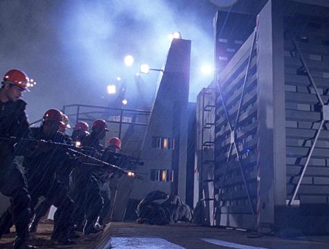 Los trabajadores de Jurassic Park intentan salvar a su compañero - Cine de Escritor