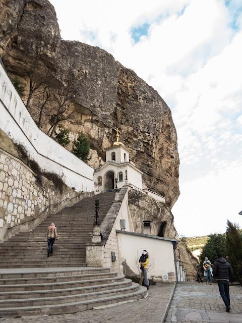 возле Свято-Успенского мужского монастыря в Крыму
