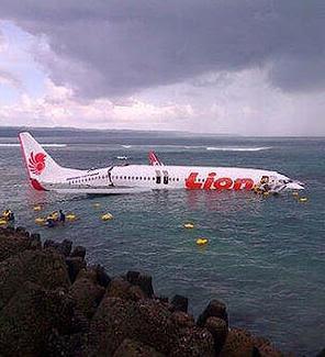 Pasangger Plane crashes in Bali