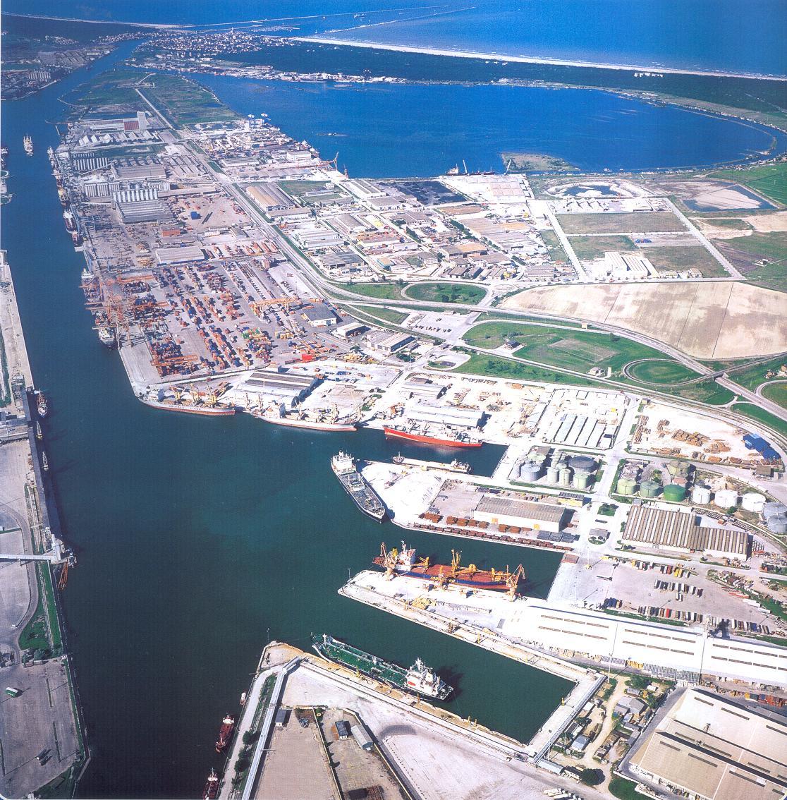 Porto di Ravenna, in crescita i traffici