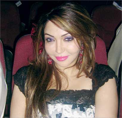الممثلة الكويتية التي نصبت أربعة