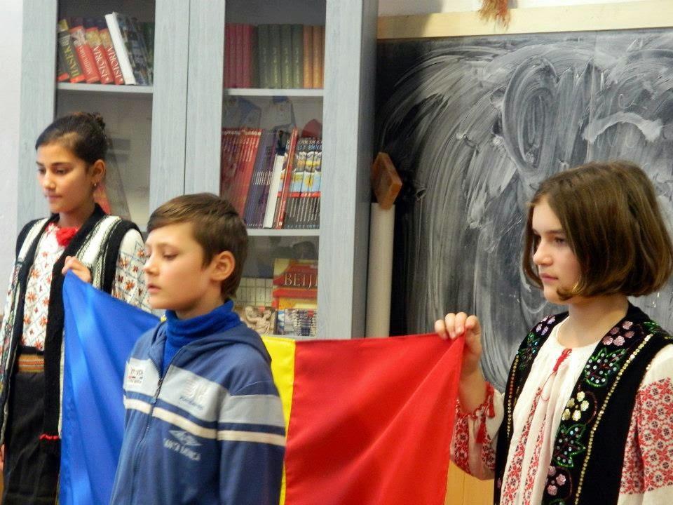 ActiveWatch, oktatás, román himnusz, Románia, zászlótörvény,