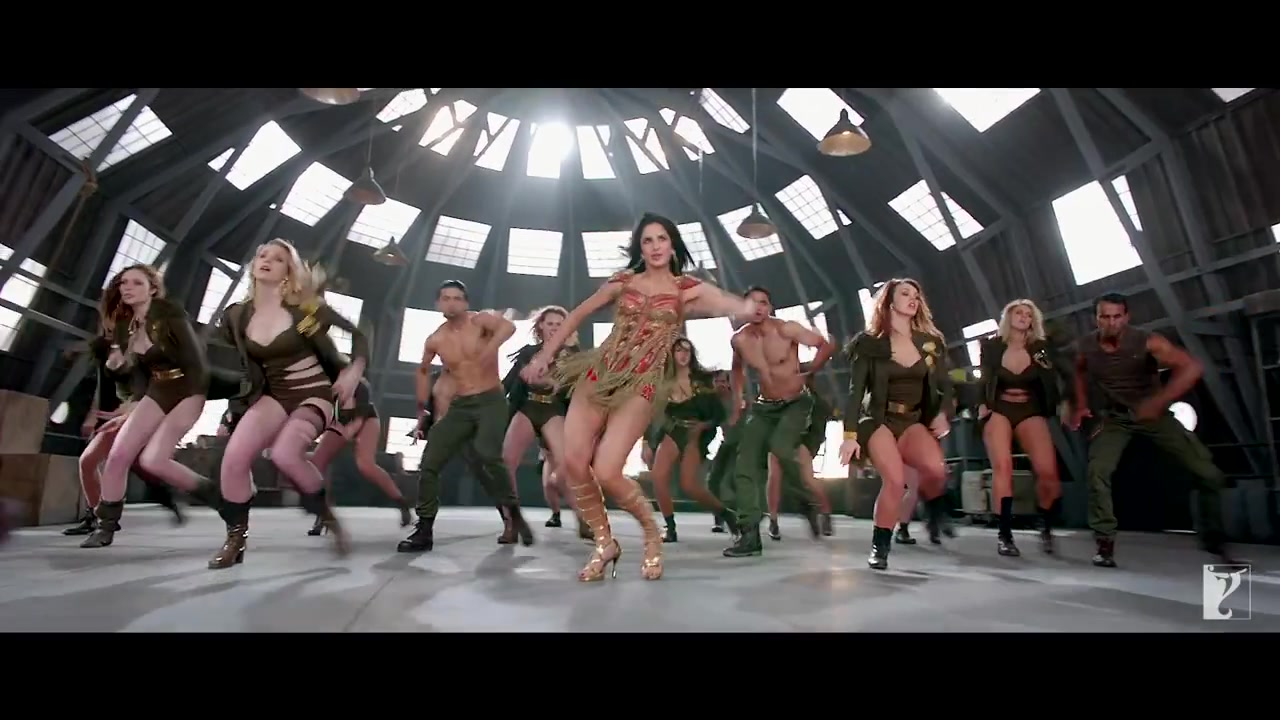 Katrina Kaif Dance HD Stills from Dhoom 3, Katrina Kaif hot thighs