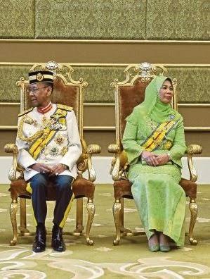 Yang Di Pertuan Agong dan Raja Permaisuri Agong.