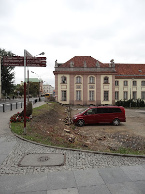 Wycięto drzewa na Starym Mieście przy ulicy Miodowej i Senatorskiej.